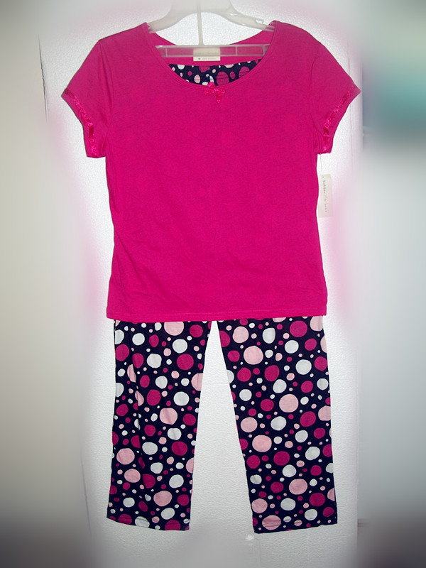 2 Piece Bobbie Brooks Sleepwear Sz M 8/10 Pink and Colored dots