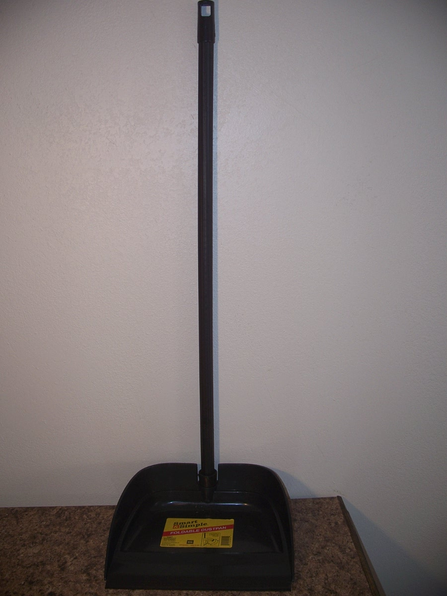 Long Handle Foldable Dustpan (Black)