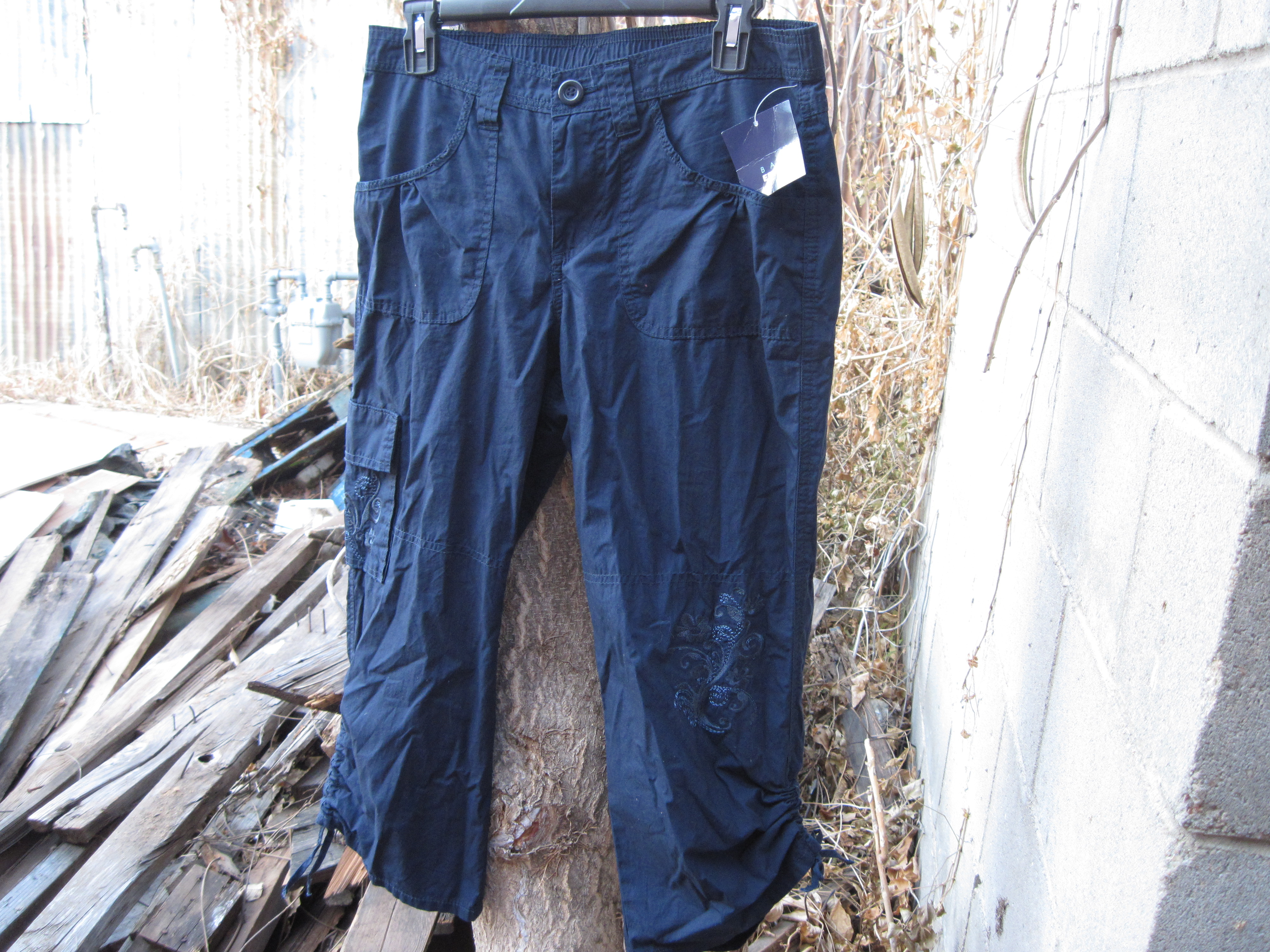 Basic Editions Sz S Embroidered Capri - Navy Blue