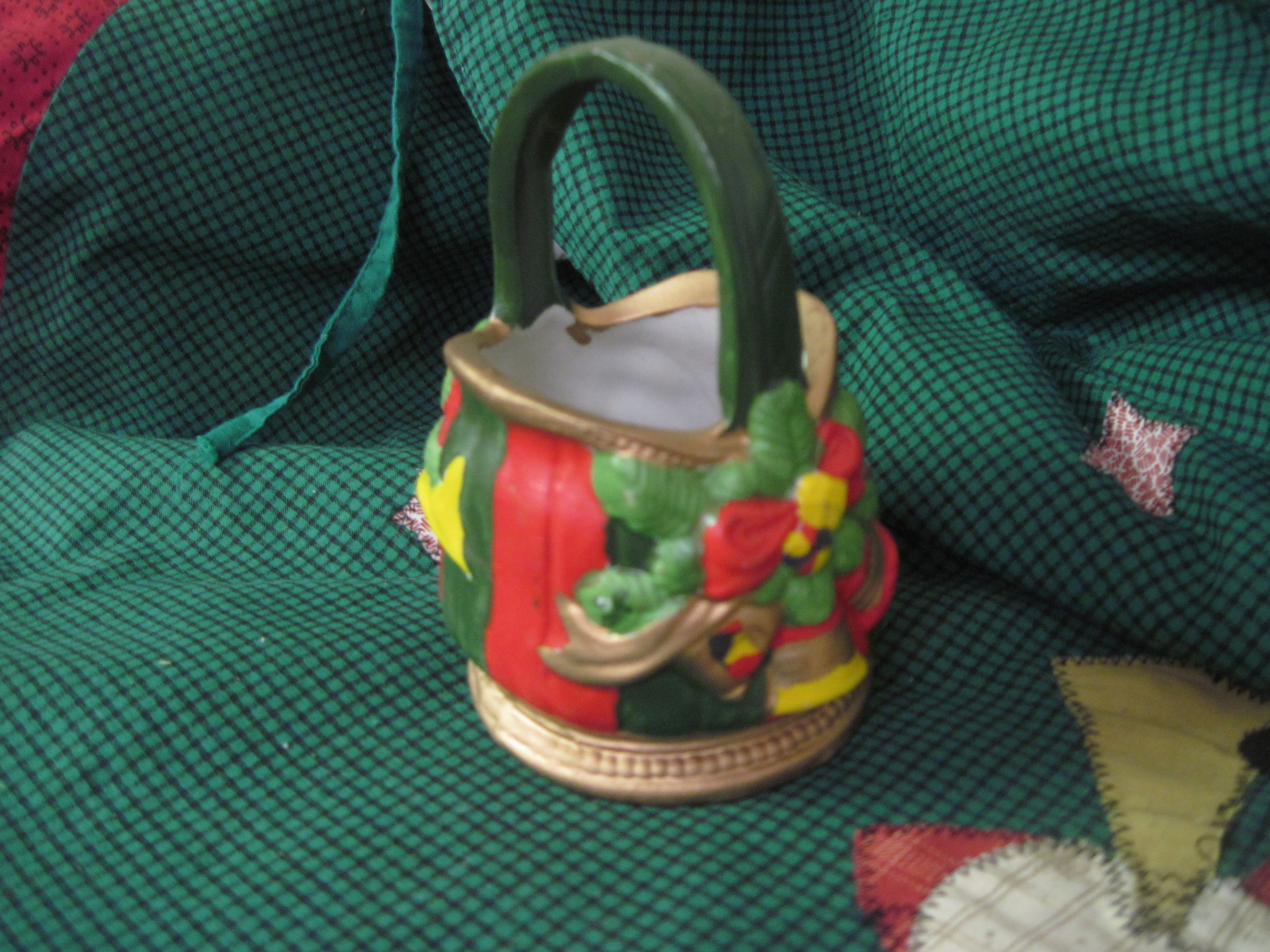 Ceramic Christmas Basket - French Horn