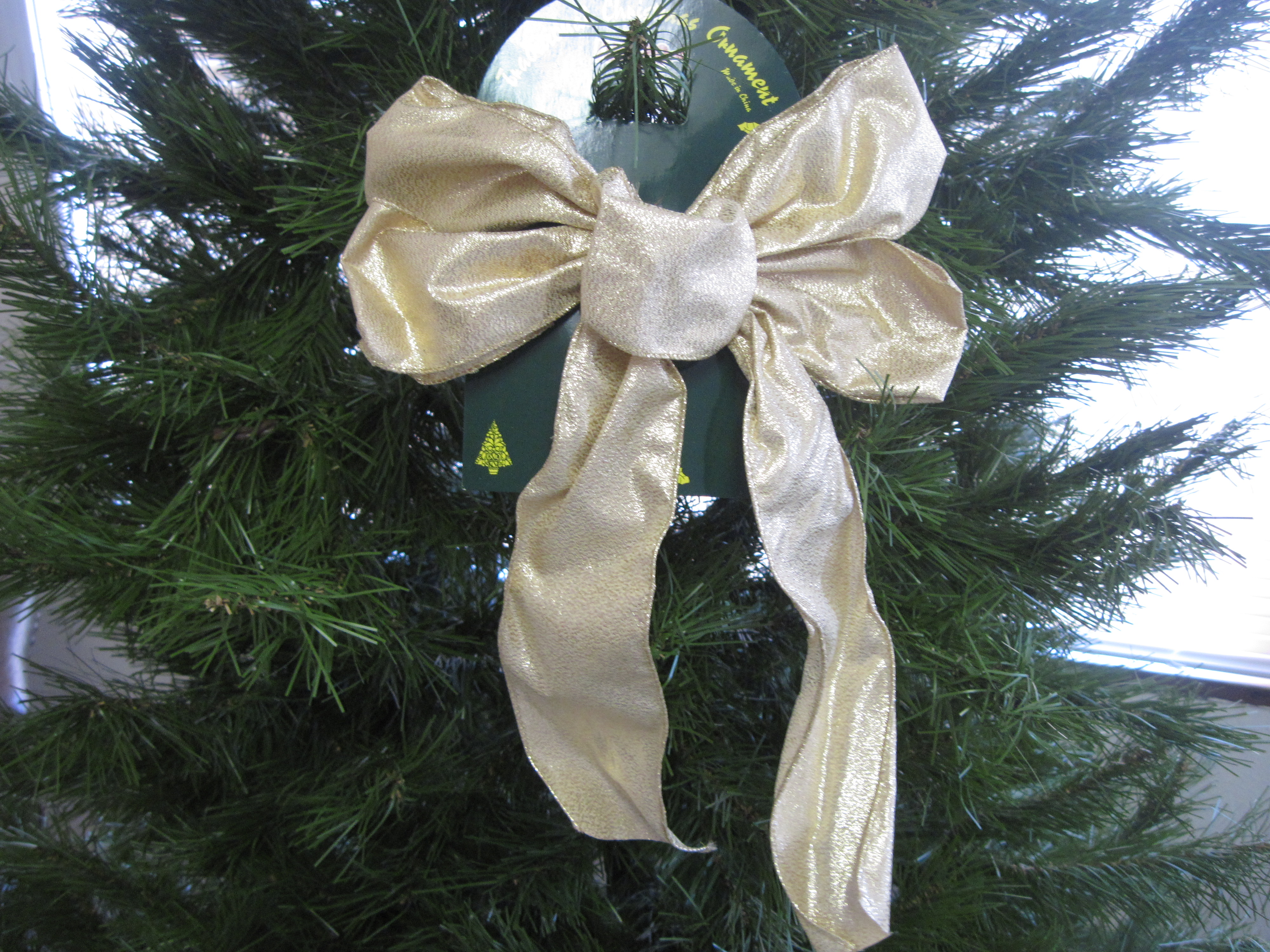 Traditional Christmas Ornament - Gold