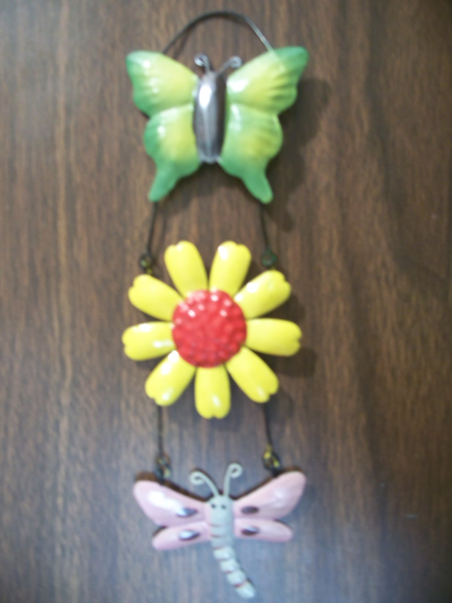 Hanging Yard Decore (green,yellow,pink,silver )