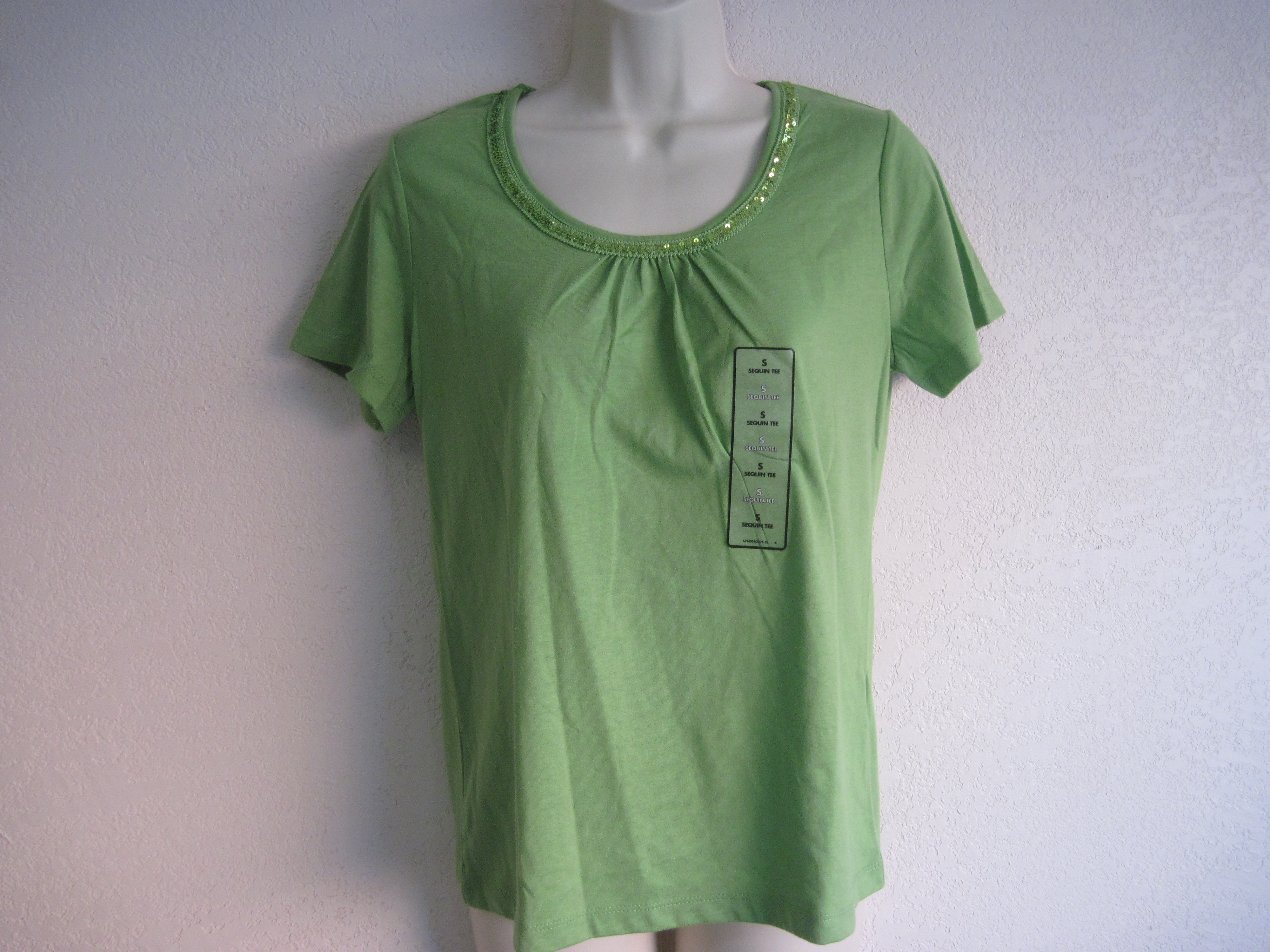 Jaclyn Smith Sz Small Sequin Trim Tee (lime green)