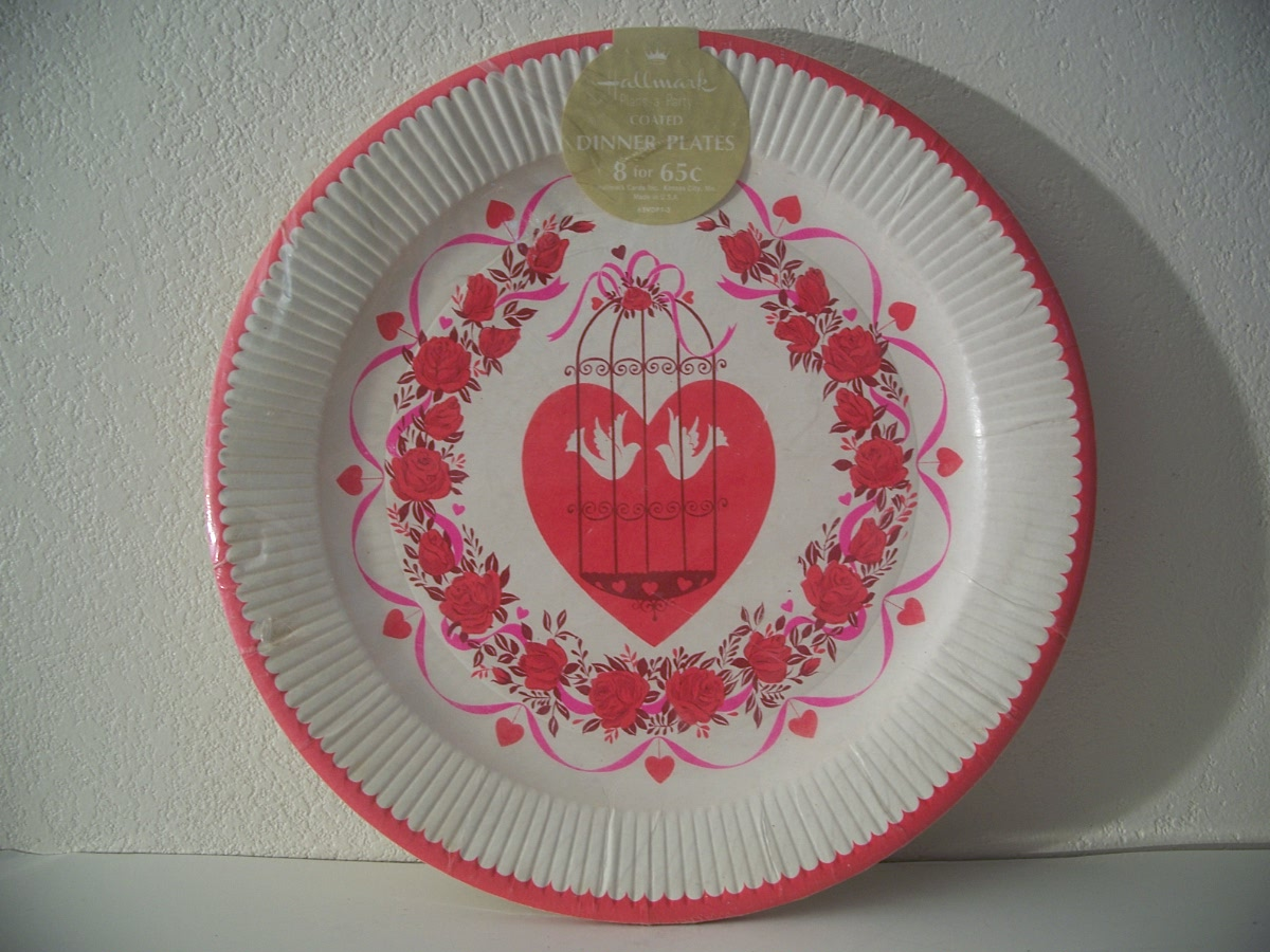 Hallmark palns a party coated dinner plates