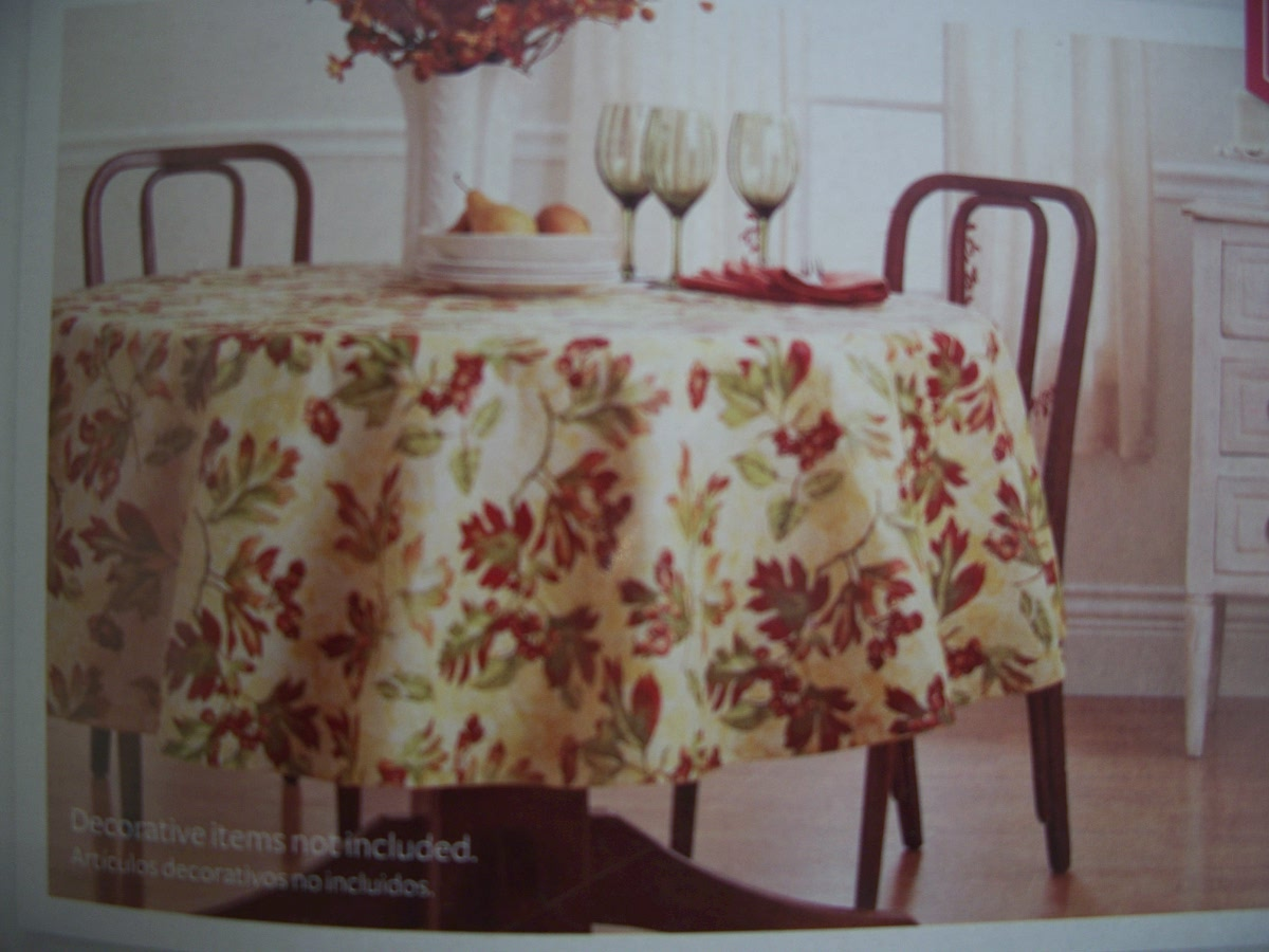 "Better Homes and Gardens Oak Leaf 70 "" Round Tablecloth"