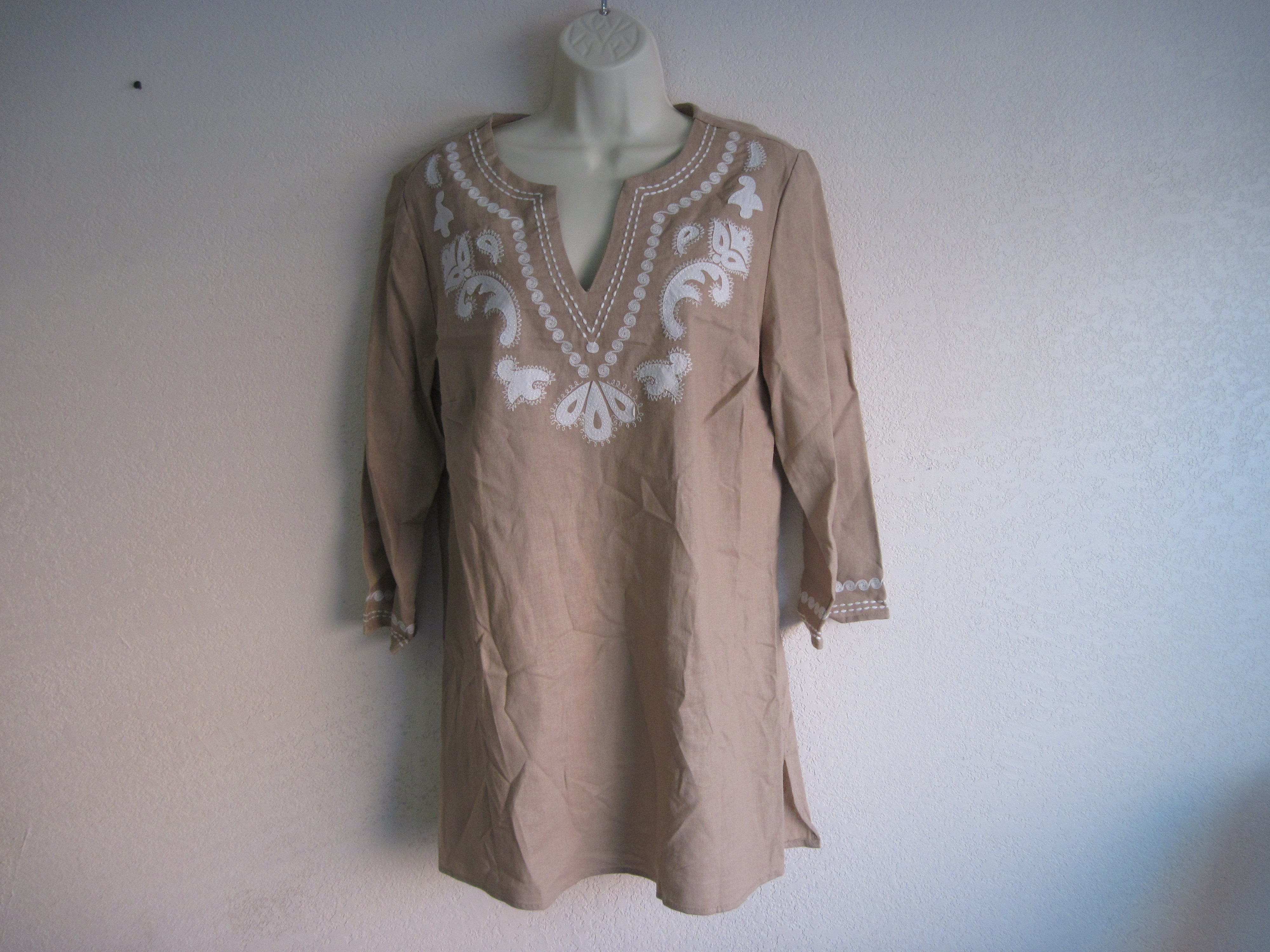 Jaclyn Smith Sz Small Summer Linen V-Neck Shirt - tan & white