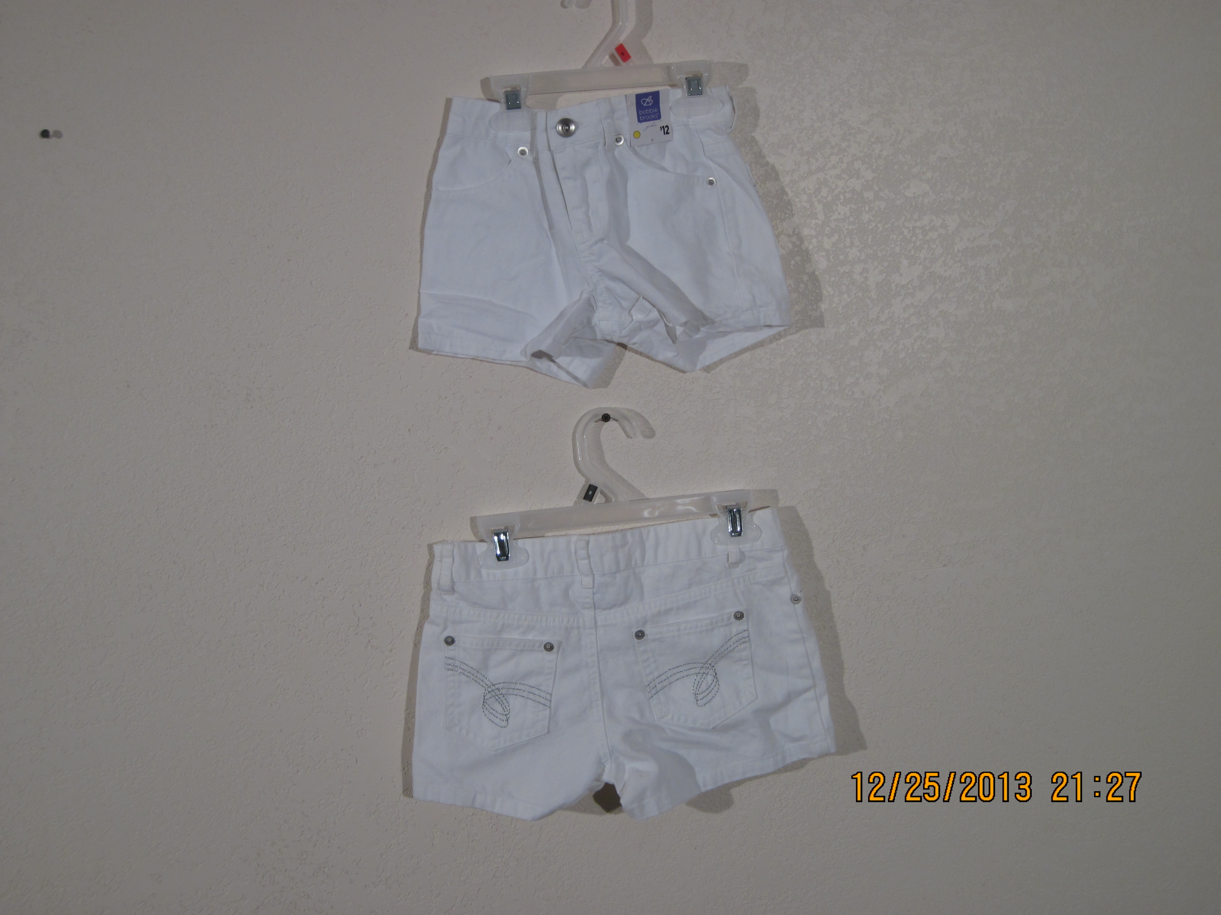 Bobbie Brooks Sz 8 White Shorts with Glitter on the Pockets